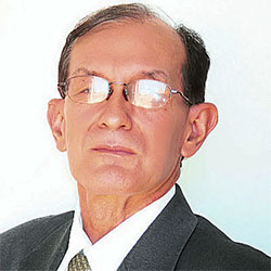 Dr. Victor Willy Anibarro Salgueiro